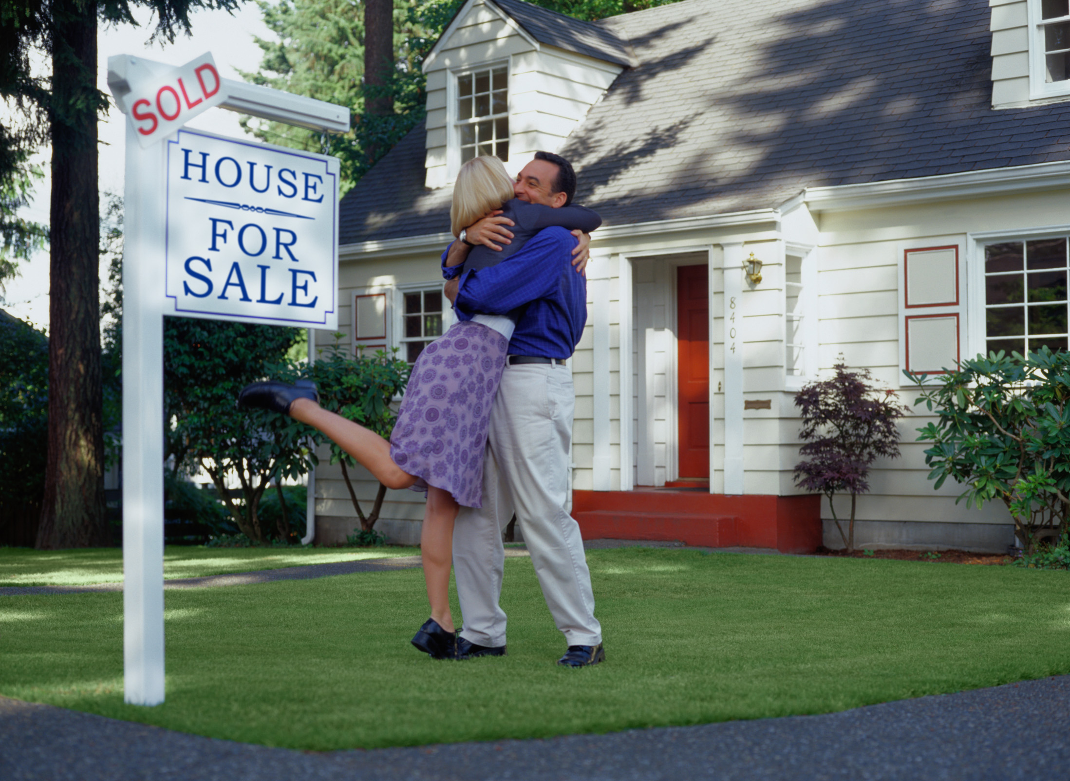 PEOPLE BUYING A HOUSE.jpg