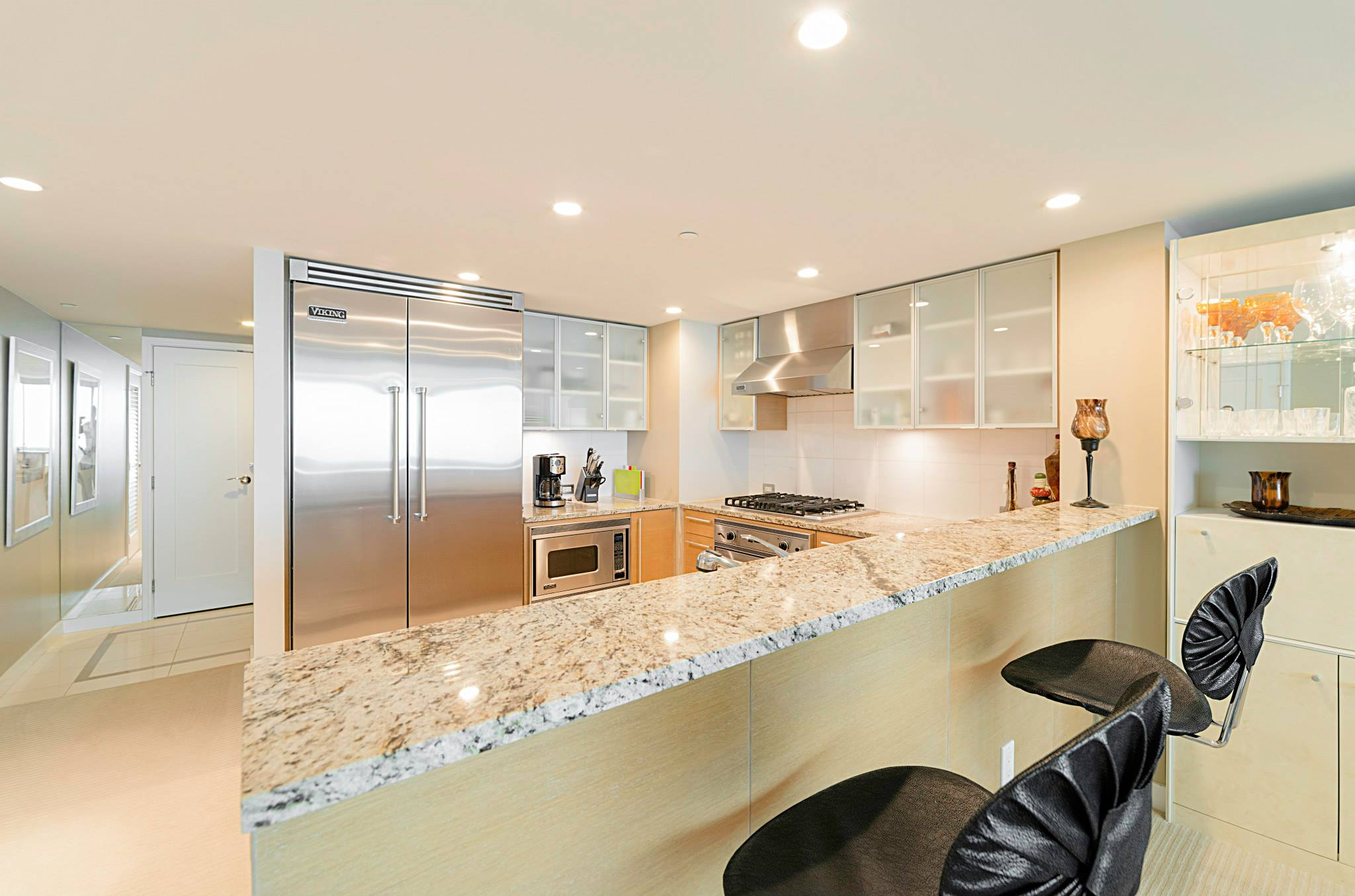 Looking for Koolani unit to buy or to rent, a luxury condo that next ...