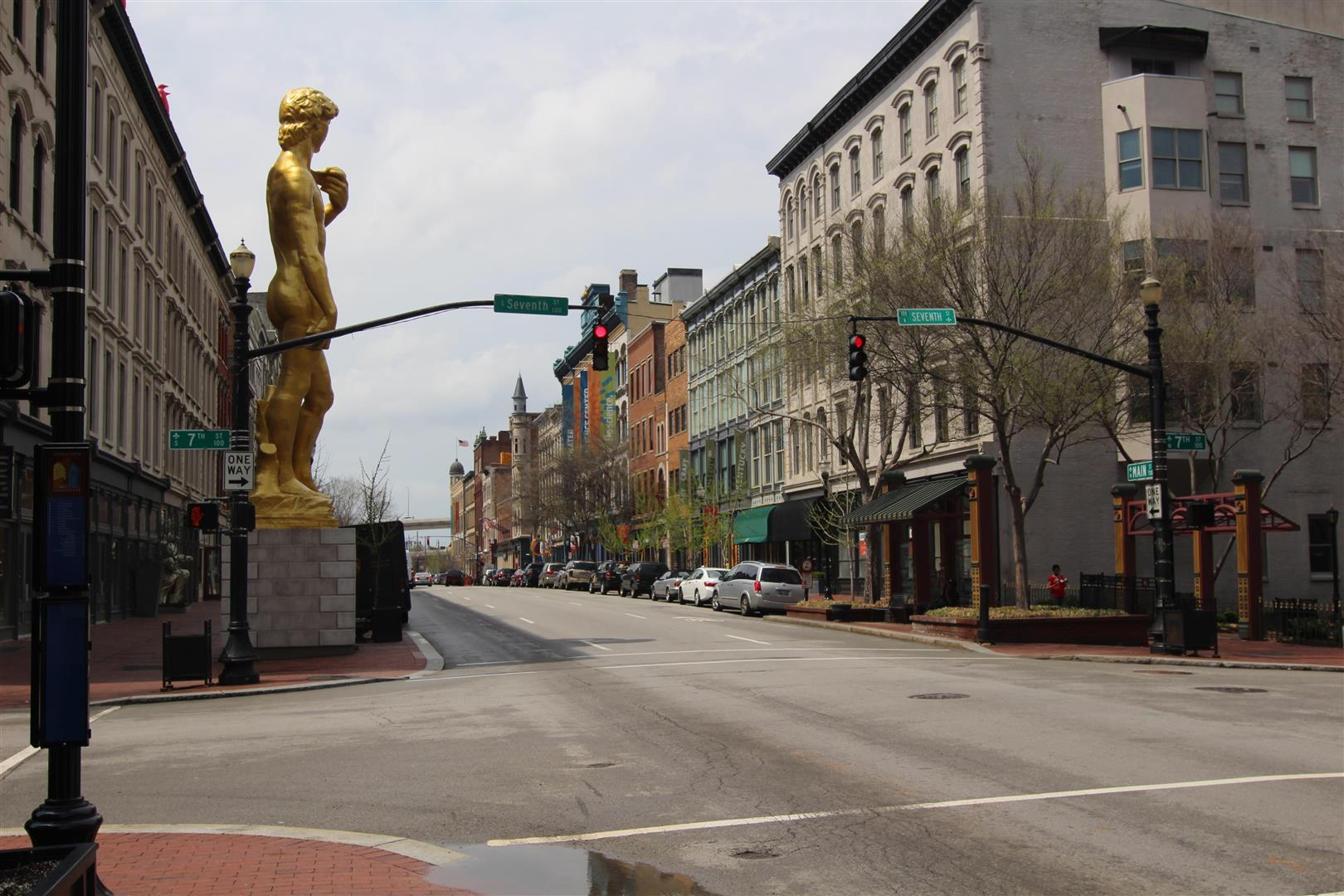 DowntownLouisvilleMainAnd7th.jpg