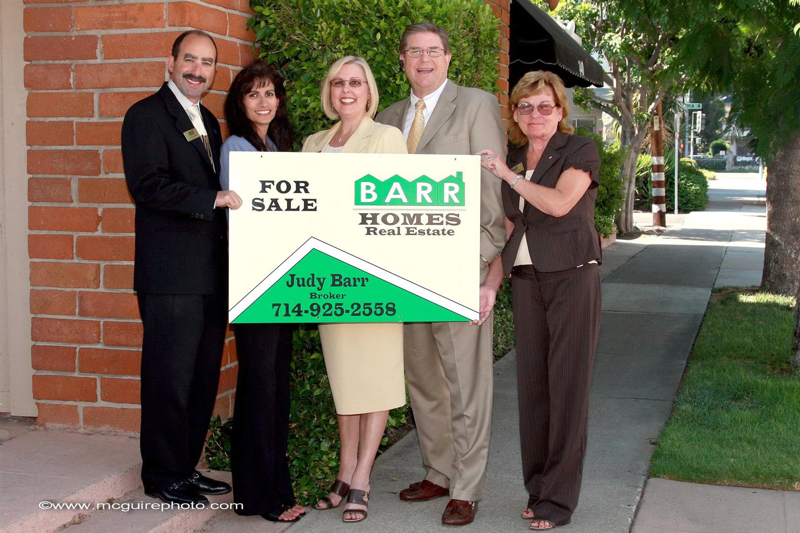 BarrhomesRibbonCutting006.jpg