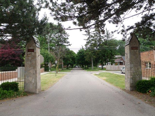 Old Rosedale Gardens Entrance
