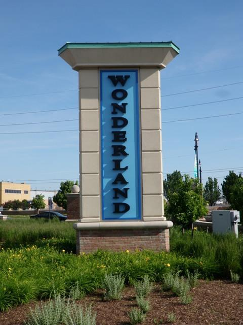 WonderlandShoppingPlazaSign.JPG