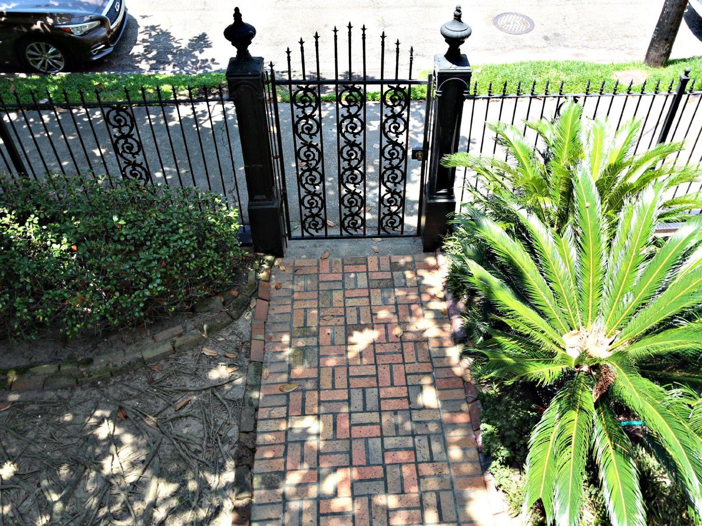 1129JacksonAve.Gate.jpg