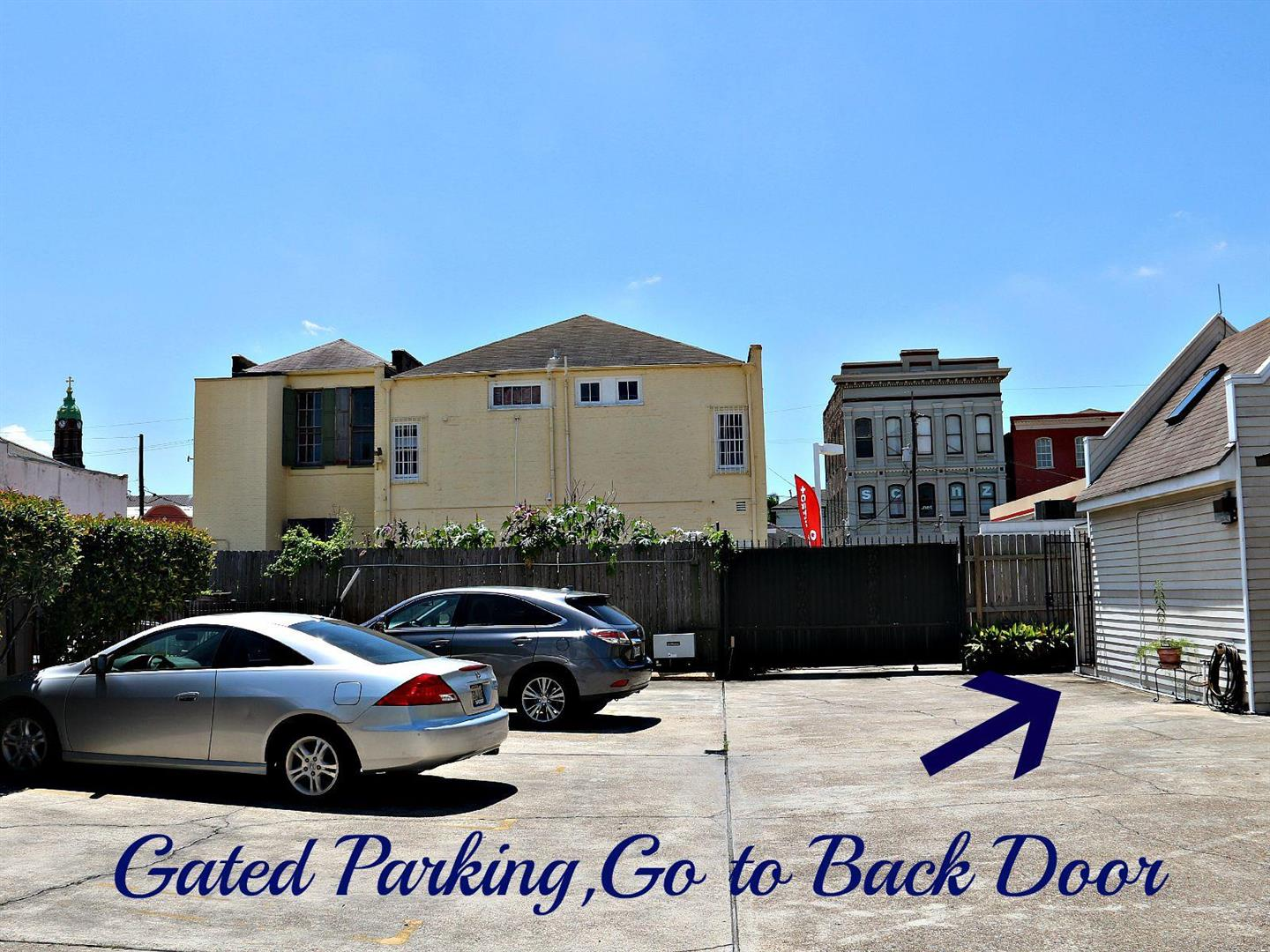 1129JacksonAve.Parking.jpg