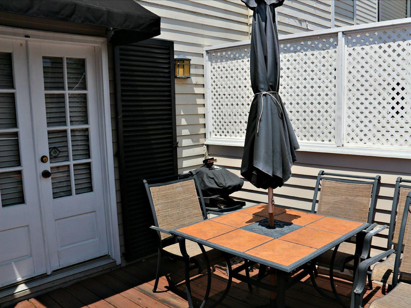 1129JacksonAve.Patio.jpg