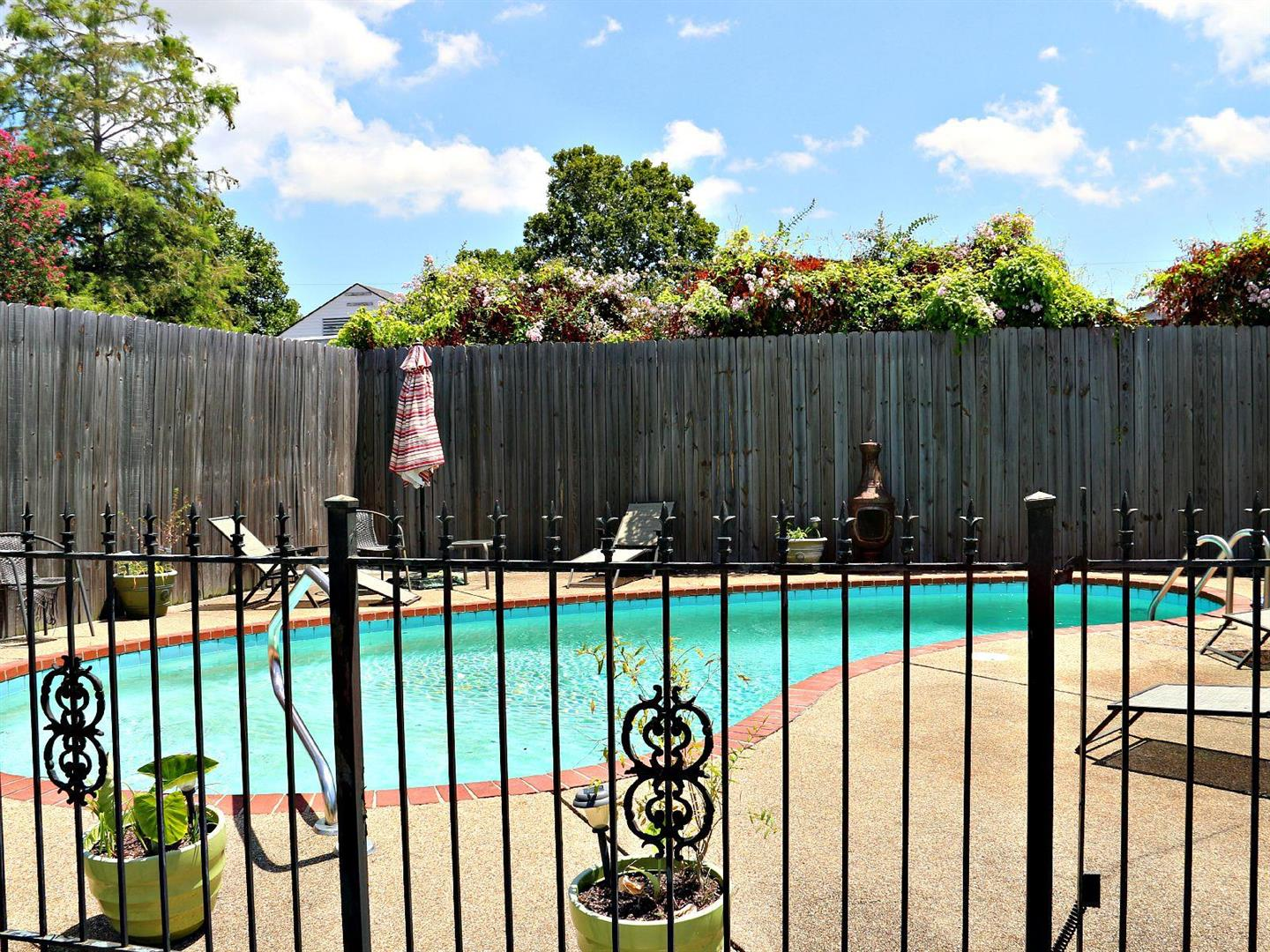 1129JacksonAve.Pool.jpg
