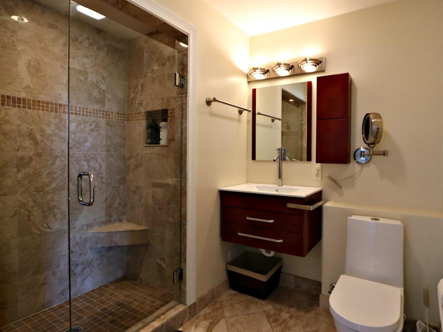 1224St.CharesAvenue,Bathroom.jpg