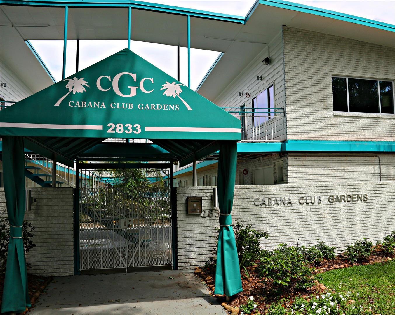 2833St.CharlesCondos,Entrance.jpg