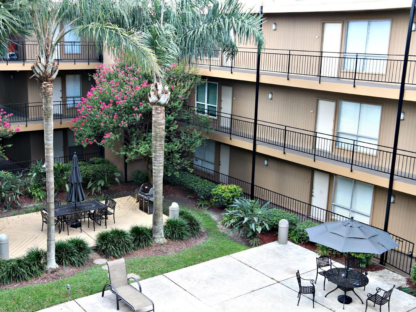 318LakeMarinaCondos,Courtyard.jpg