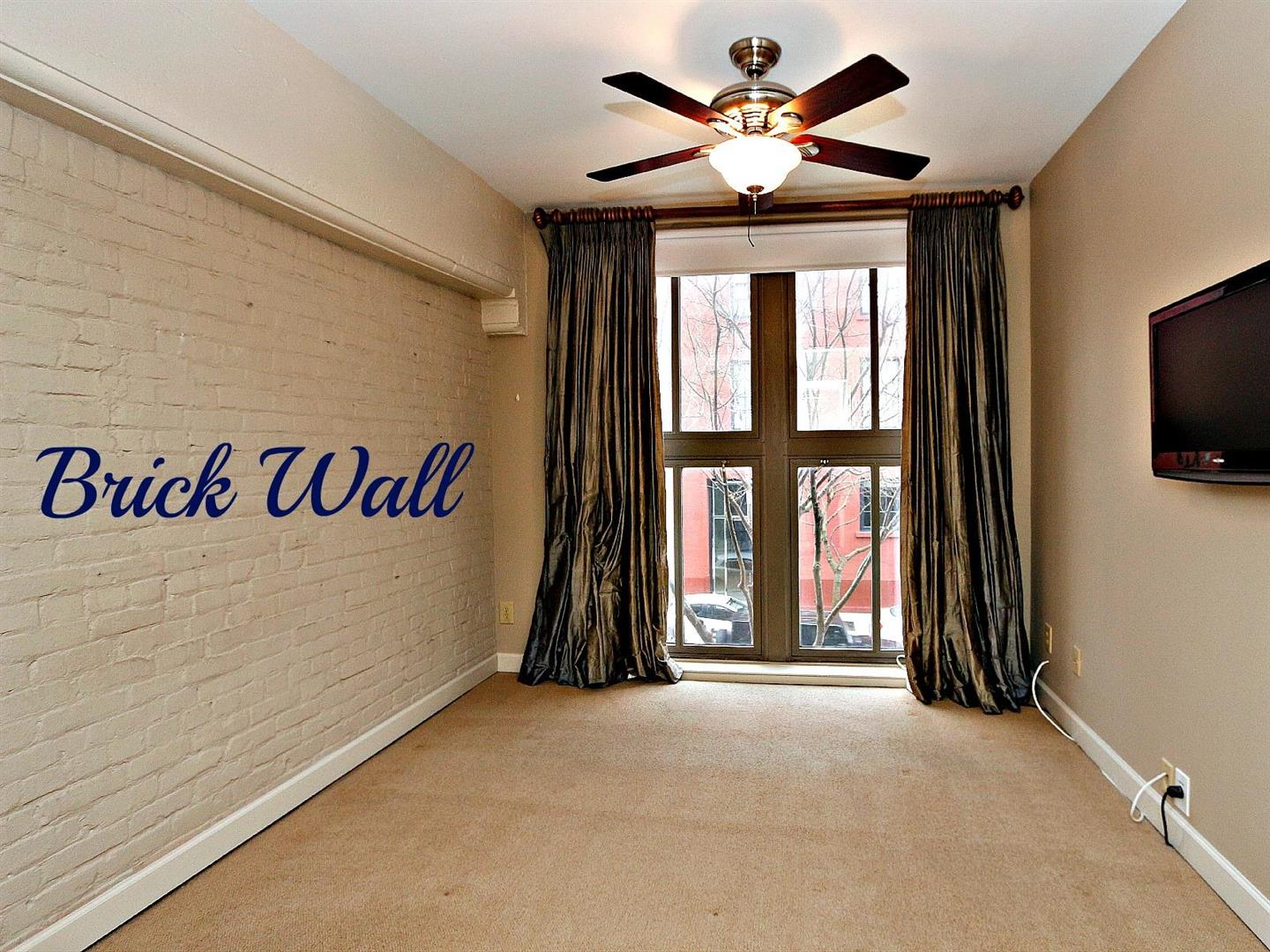 333JuliaSt.209MasterBrickwall.jpg