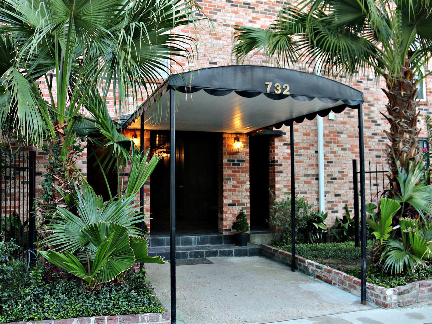 732CherokeeCondos,Entrance.jpg