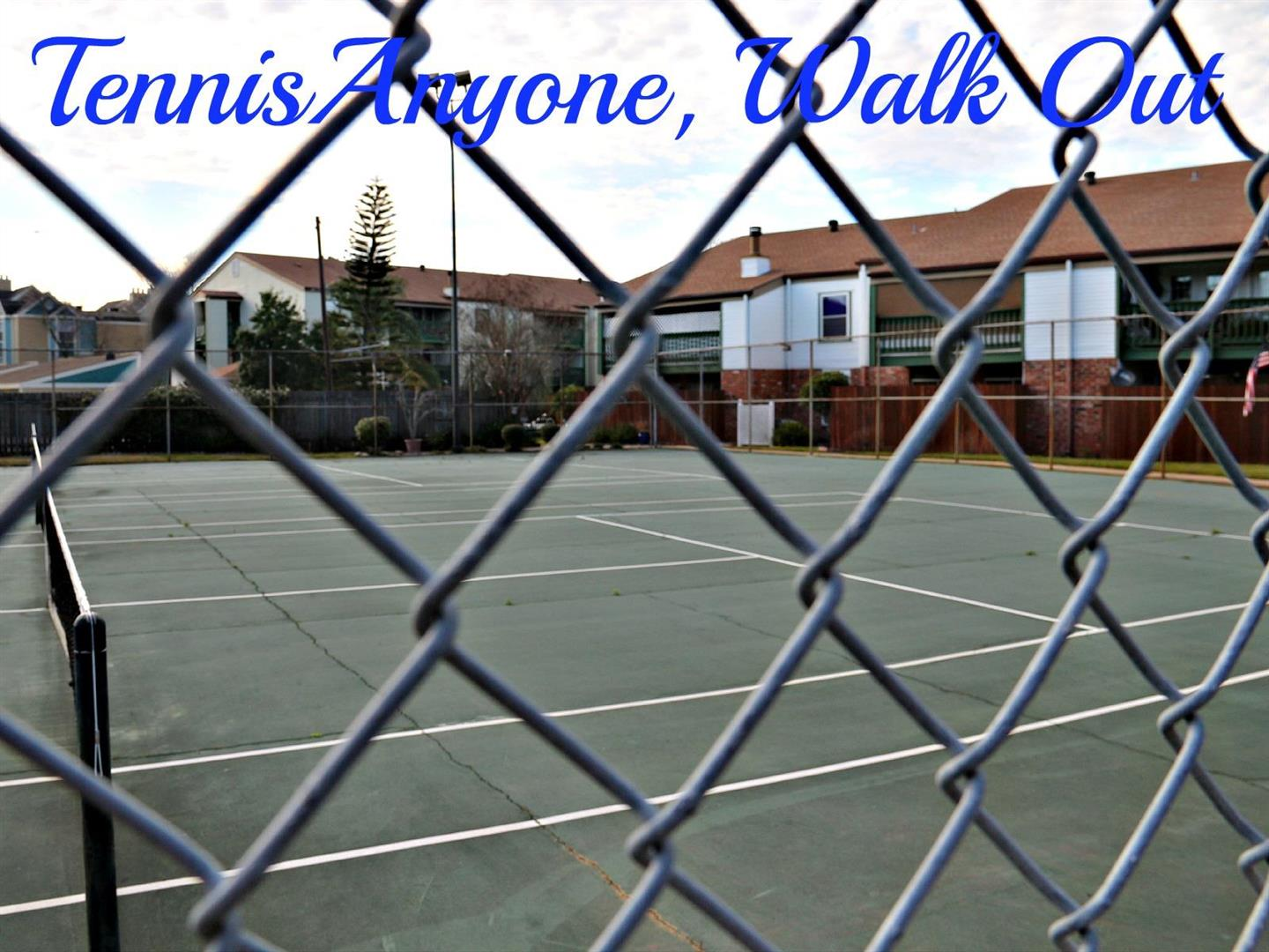 832S.ClearviewCondos,tennis.jpg