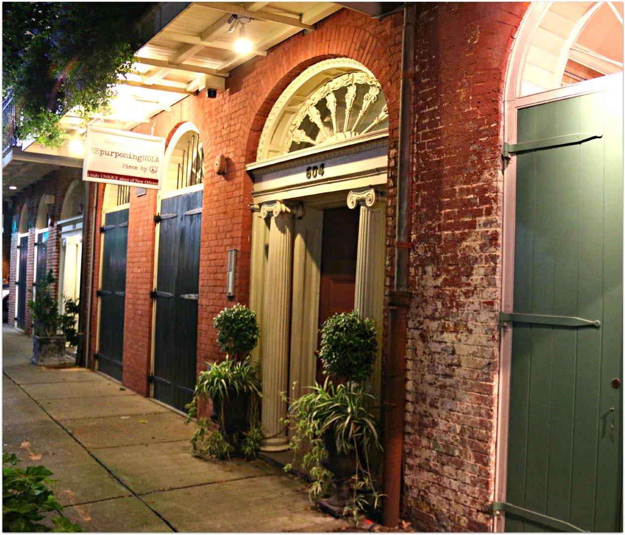 JuliaStreetDoor,NewOrleansWarehouseDistrict.jpg