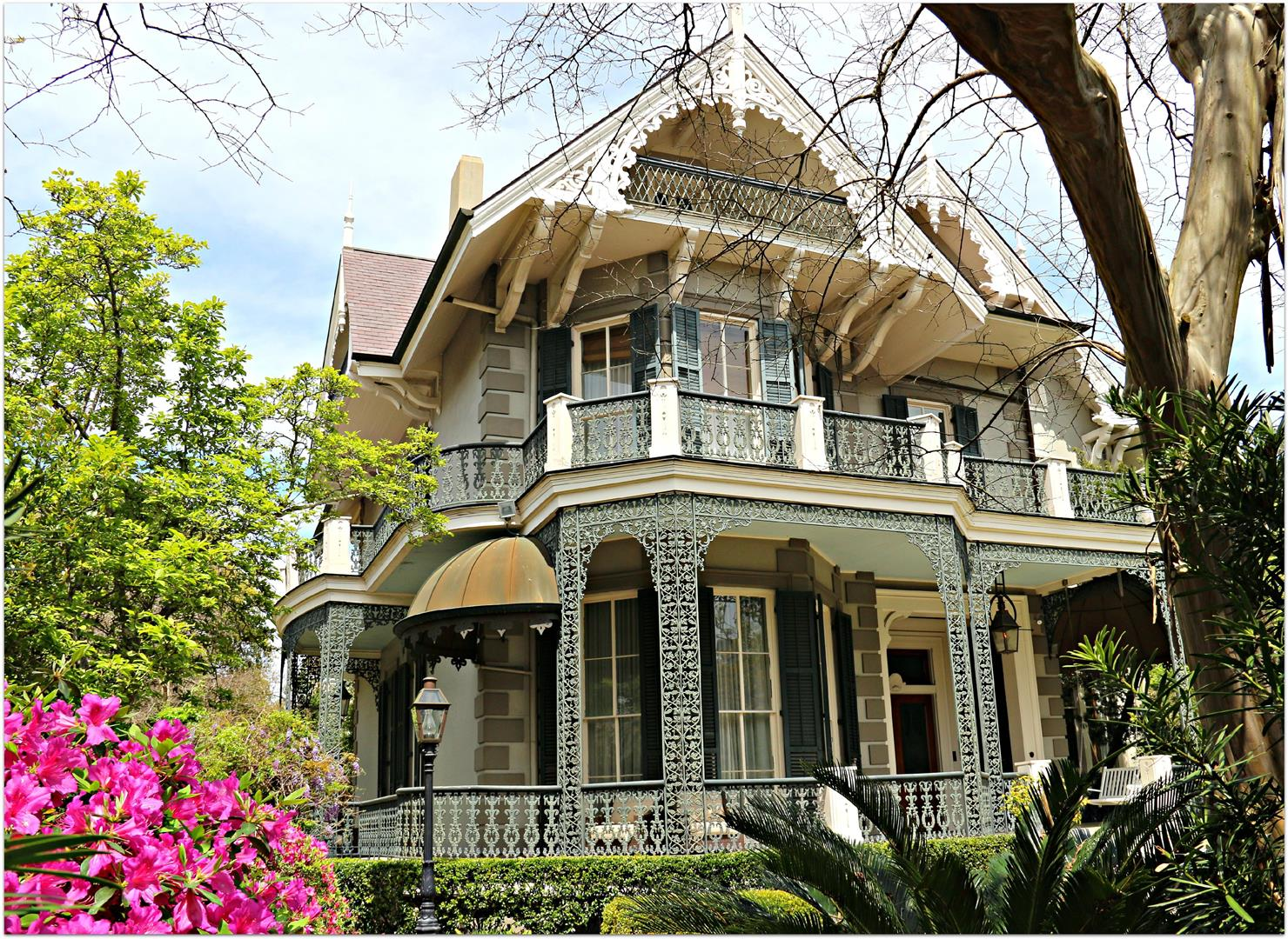 SecondHomeofSandraBullock.jpg. Sandra Bullock's second home in the Garden District of New Orleans