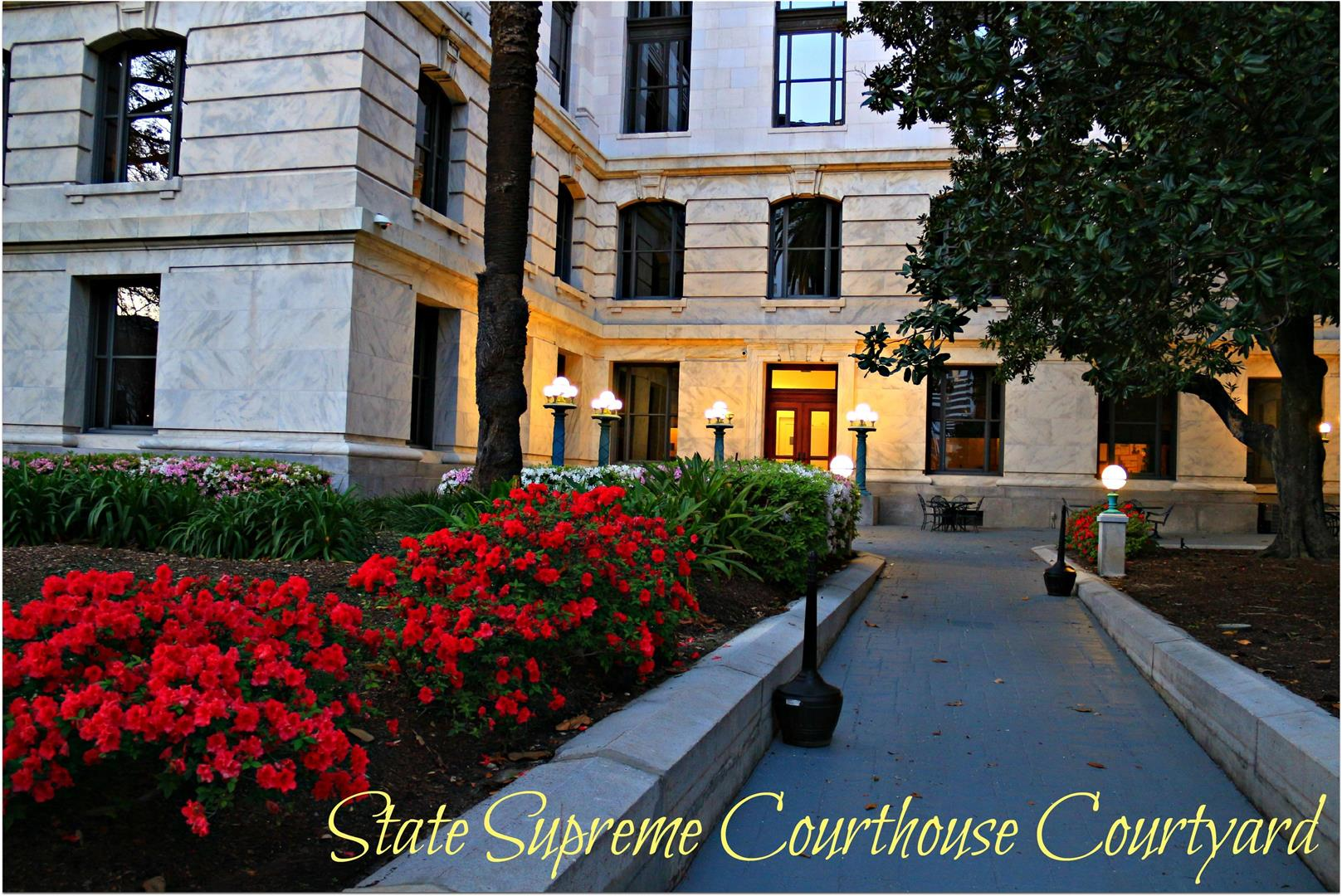 StateSupremeCourthouseCourtyard.jpg