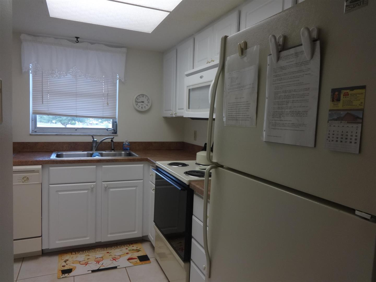 102Capri210Kitchen.JPG