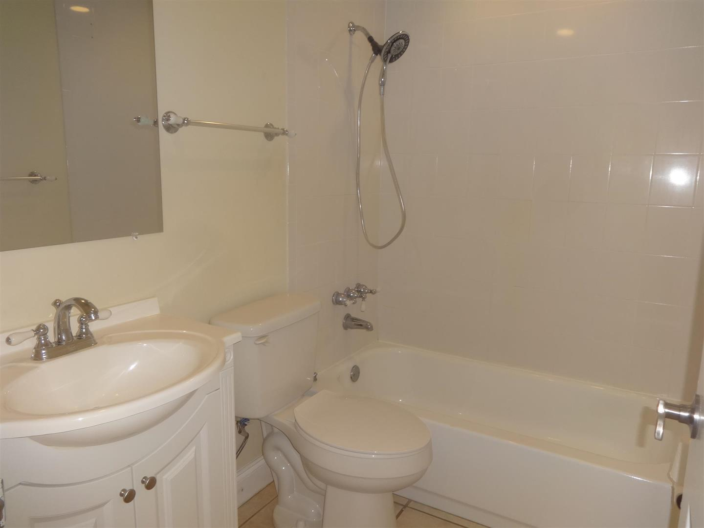 1295DevonRoadGuestBathroom.JPG