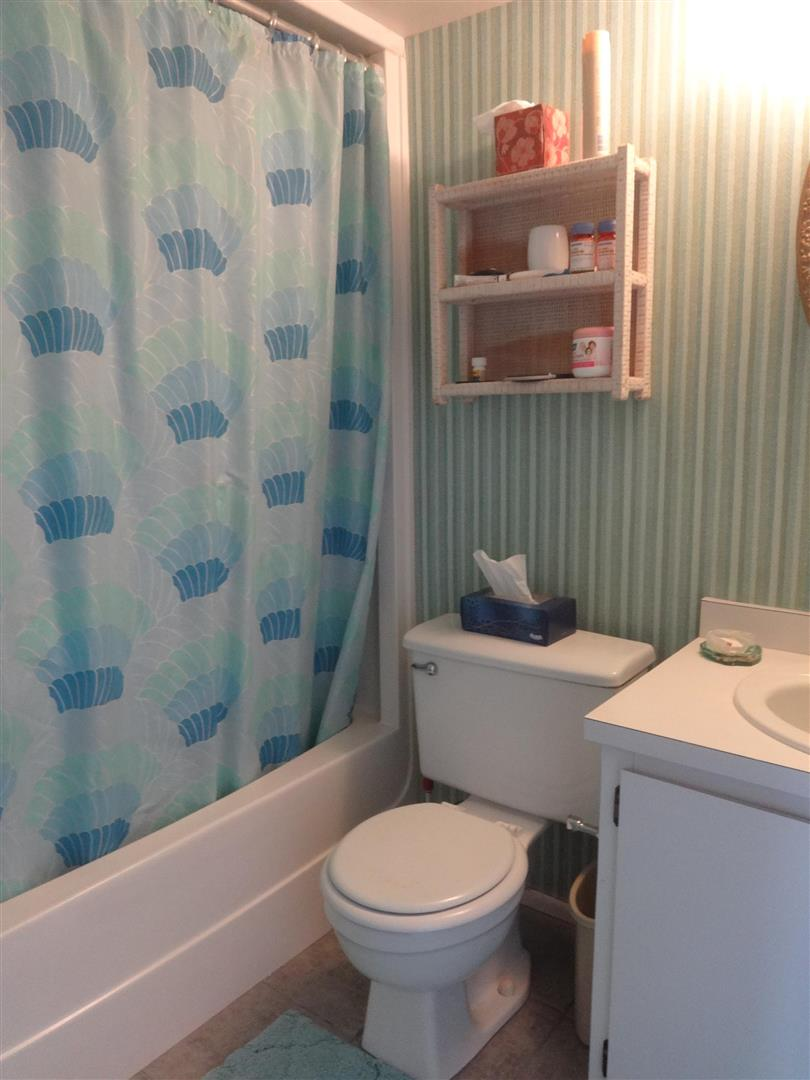 1585TarponCenter21guestshower.JPG
