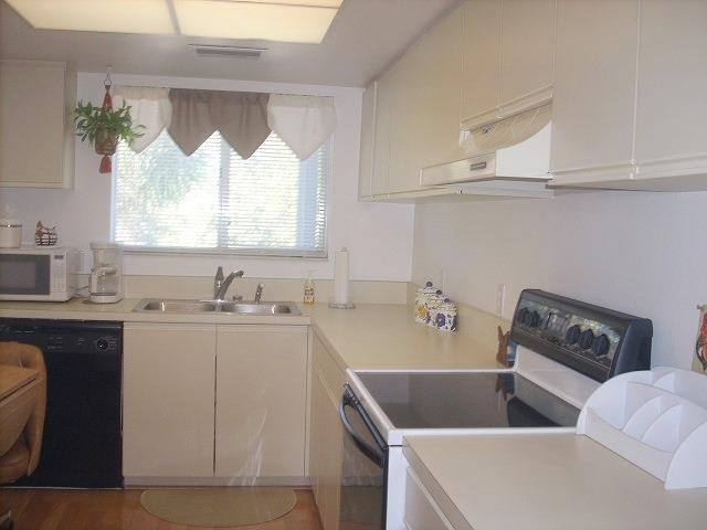 255Fenwick26KitchenRESIZED.jpg