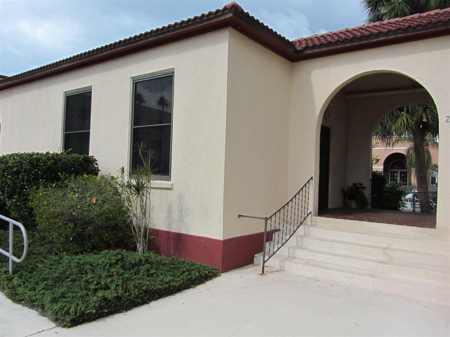 262TampaAveClubHouseExterior.jpg