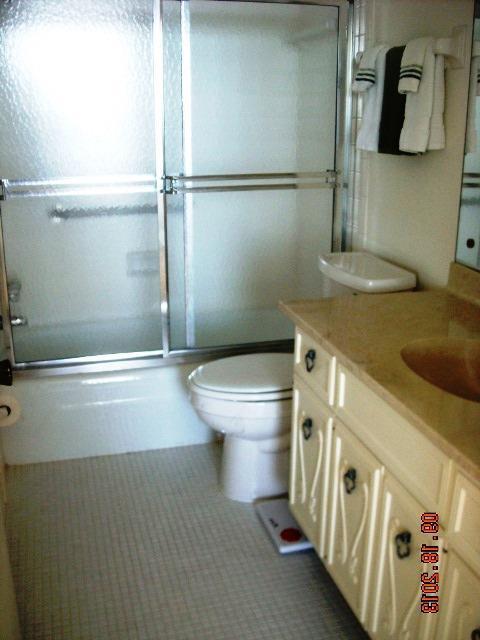 555Esplanade601(5)Masterbathroom.JPG