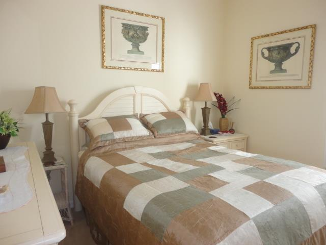 622LakesceneDrGuestBedroom.JPG