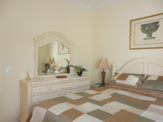 622LakesceneDrGuestBedroom2.JPG