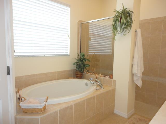 622LakesceneDrMasterBathroom.JPG
