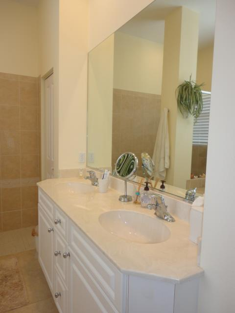 622LakesceneDrMasterBathroom2.JPG