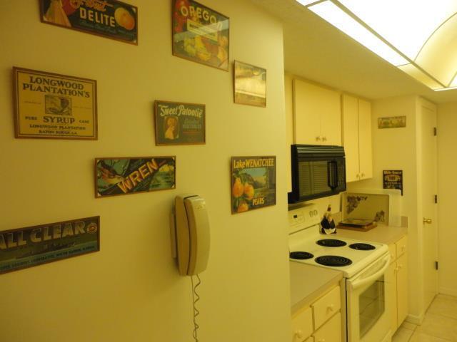 700GoldenBeach837(22)kitchen2.JPG