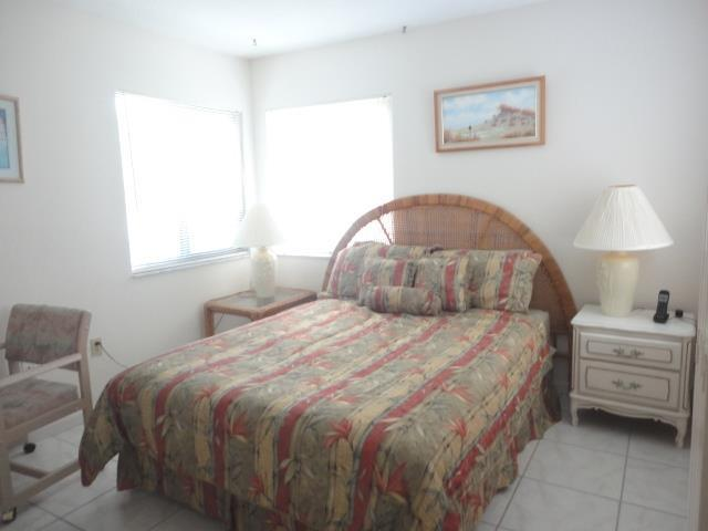 700GoldenBeachBlvd.206GuestBedroom.JPG