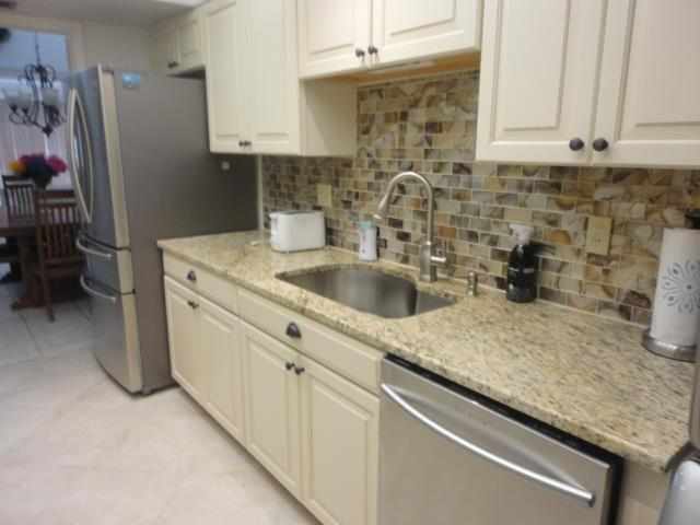 700GoldenBeachBlvd.206Kitchen.JPG