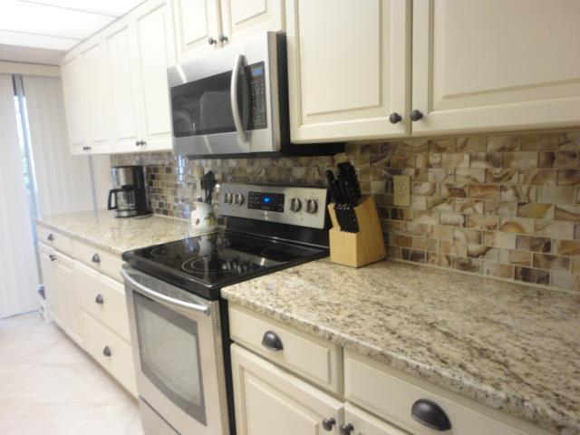 700GoldenBeachBlvd.206Kitchen2.JPG