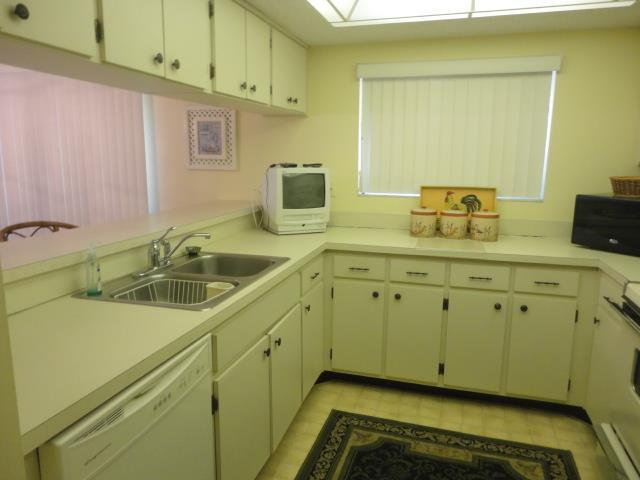 700GoldenBeachBlvd839Kitchen2.JPG