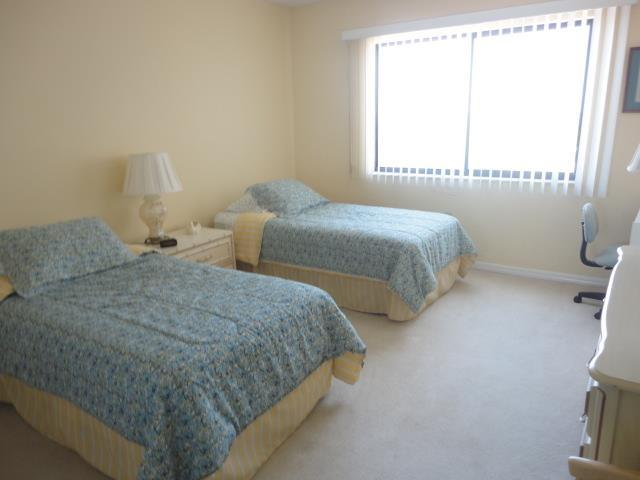700GoldenBeachBlvd9839GuestBedroom.JPG