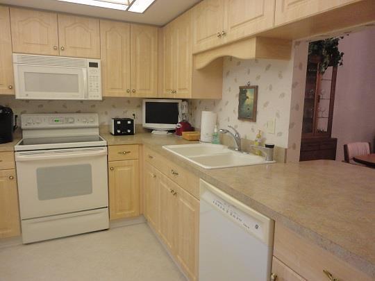 803CountryClubCirKitchenRESIZED.jpg