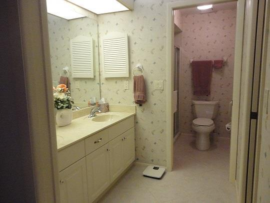 803CountryClubCirMasterBathroomRESIZED.jpg
