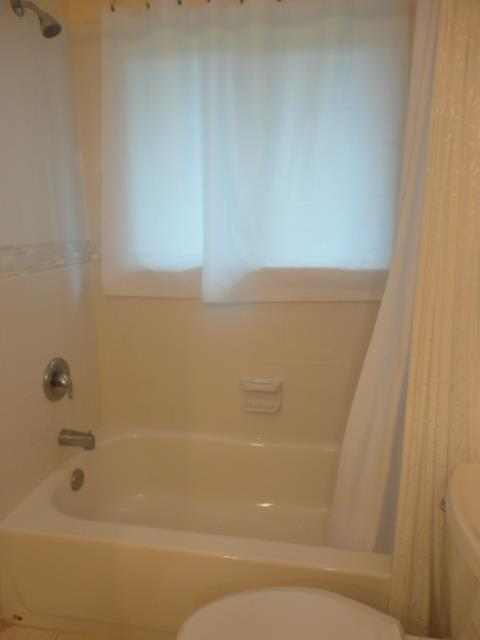 939SunsetAve.MasterBath2.JPG