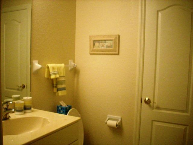 940CooperSt.304GuestBathroom.JPG