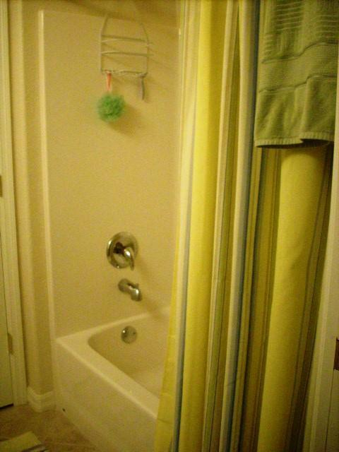 940CooperSt.304GuestBathroom2.JPG