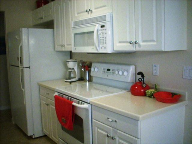 940CooperSt.304Kitchen.JPG