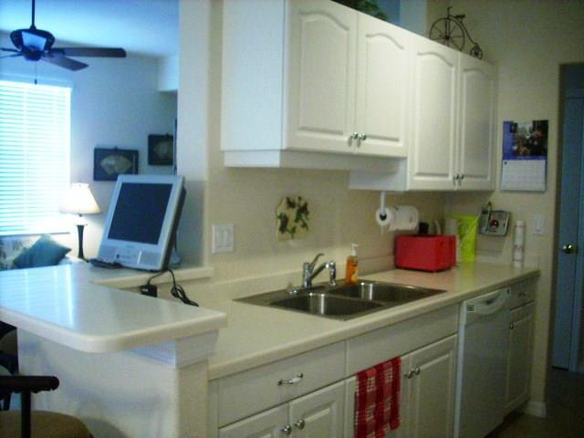 940CooperSt.304Kitchen2.JPG
