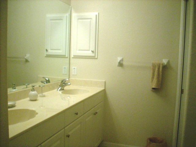940CooperSt.304MasterBathroom2.JPG