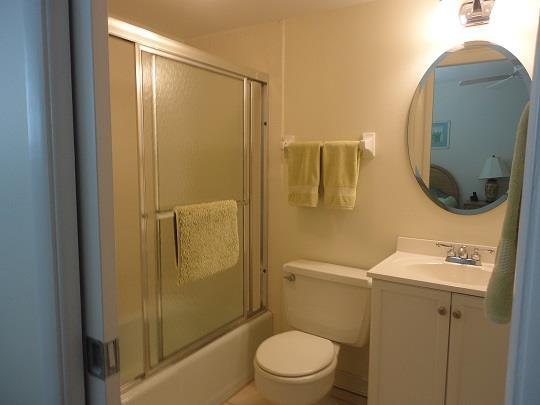950TarponCenterDrive501GuestBathroomRESIZED.jpg