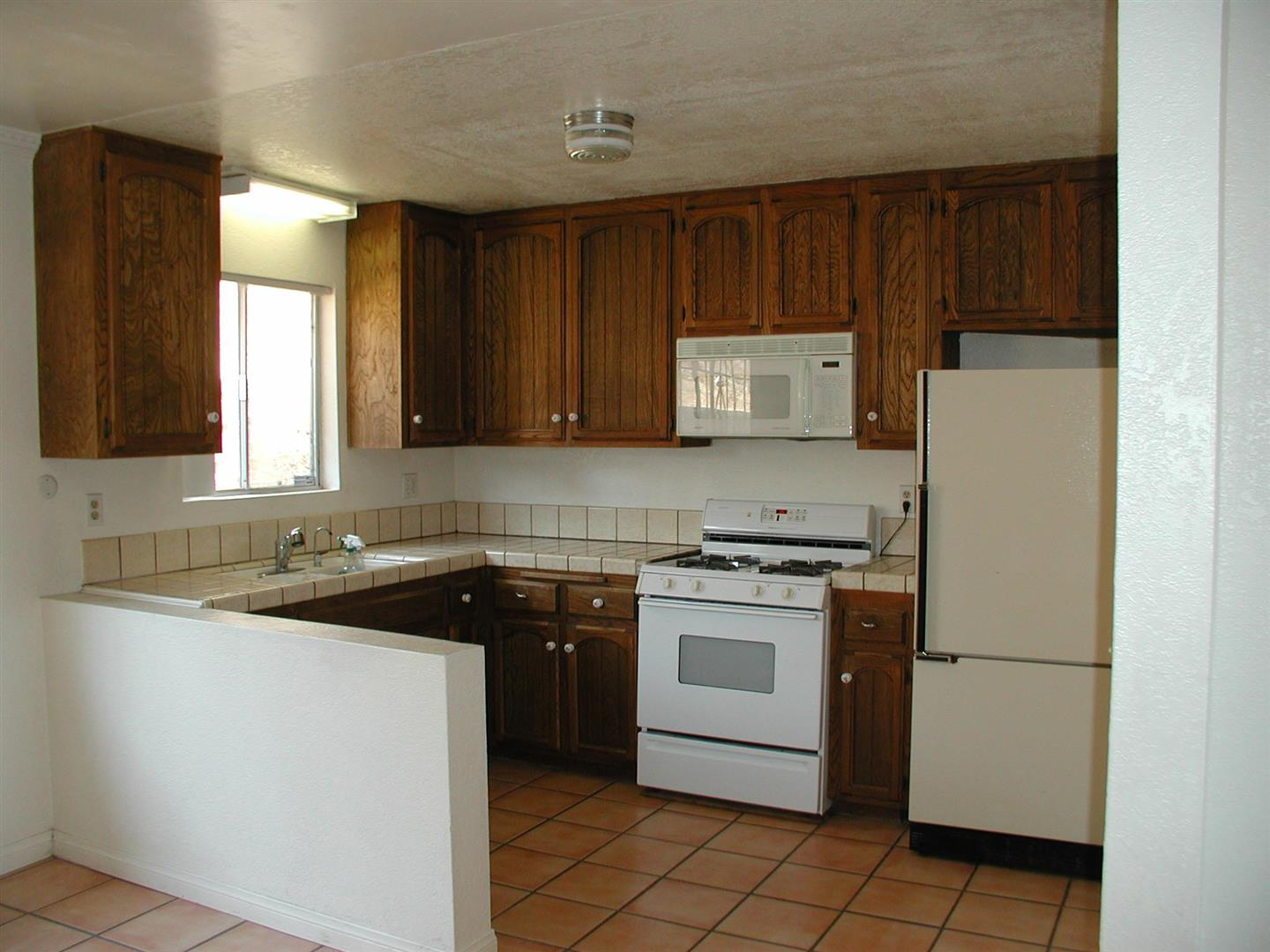 CoronadoRenoPics-kitchenbefore.jpg