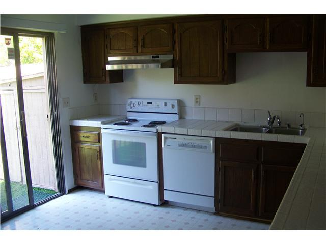 FairlomasRenoPics-kitchenbefore.JPG