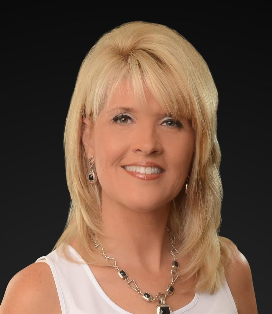Beautiful Tracy Brugette, Associate. RE/MAX ONE   BEAUMONT