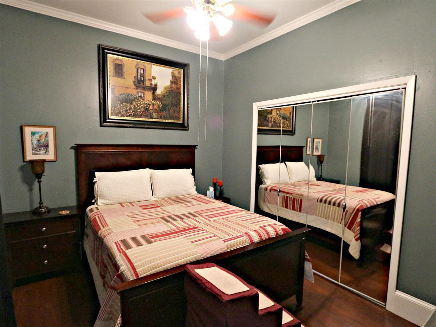 1015BurgundyCondoBedroom2.jpg