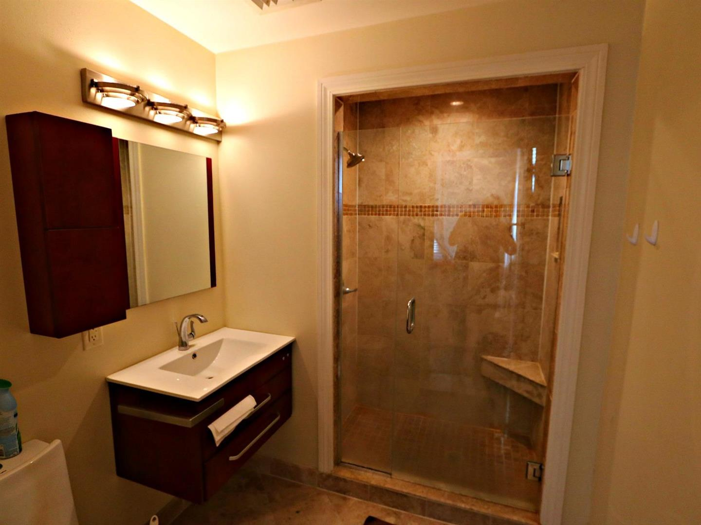1224St.CharlesCondo314Bathroom.jpg