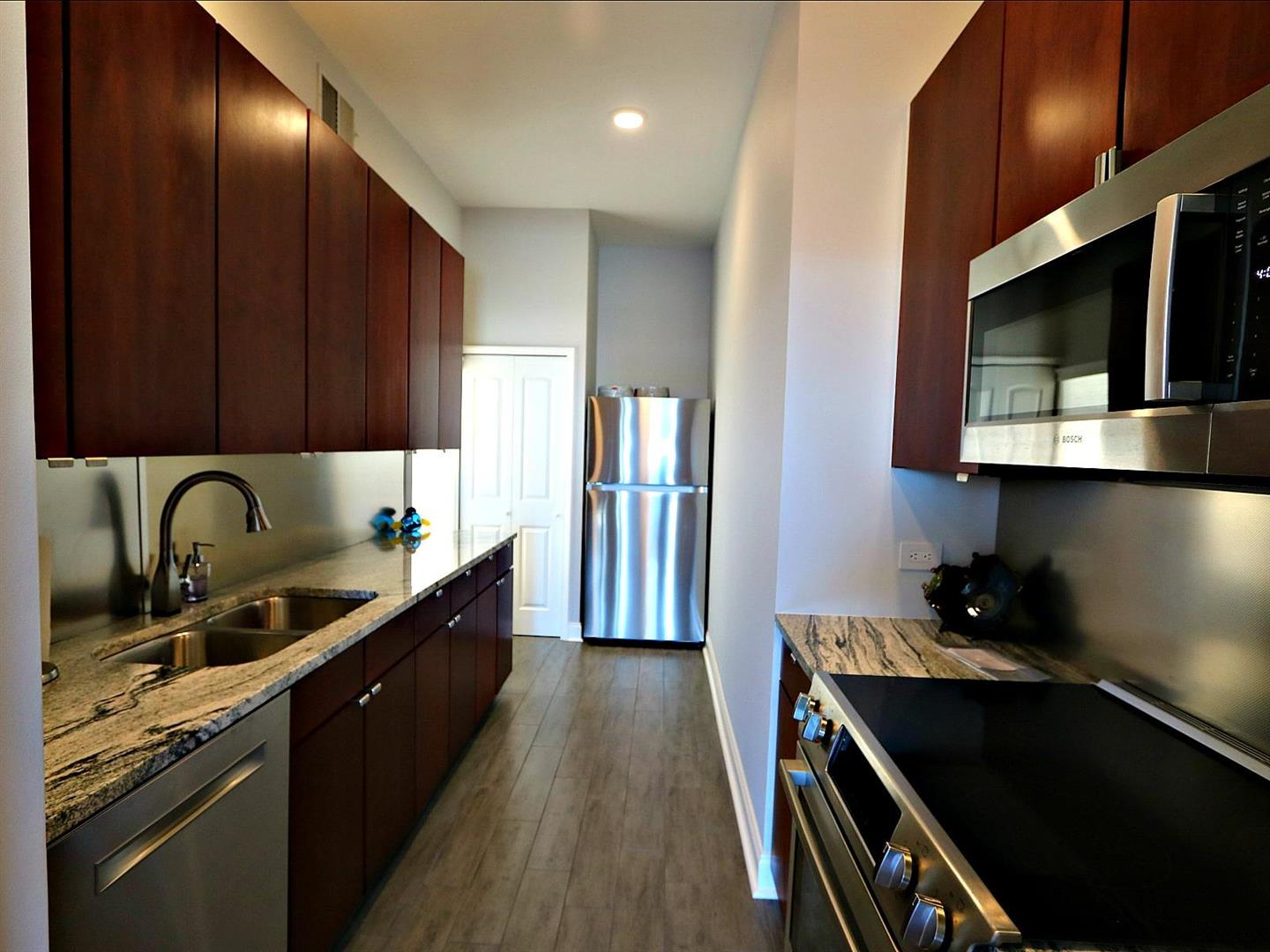 330JuliaSt.CondoPH10Kitchen1.jpg